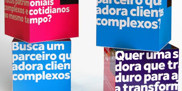 Cubos para decoração de empresas e PDV.